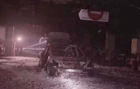 一辆特斯拉Model 3在上海闵行一小区车库自燃并爆炸 整车烧成骨架