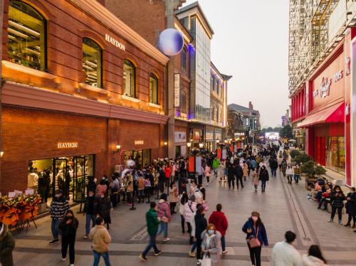 全球高端美妆零售品牌 「HAYDON 黑洞」广州体验店即将开幕