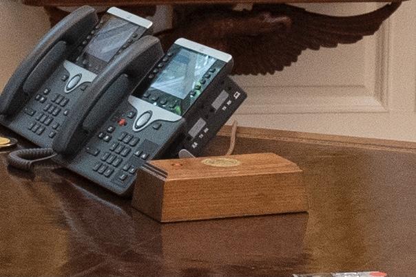 """拜登拆掉了特朗普安装在椭圆形办公室里的""""健怡可乐按钮"""""""