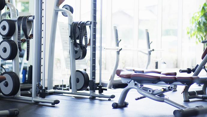 知名互联网公司47岁男子猝死健身房,引发了对这件事的讨论……图片
