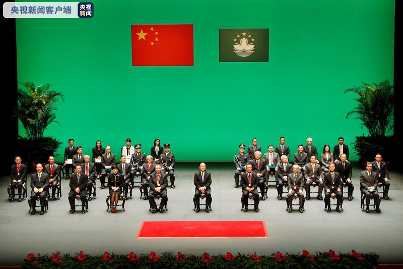 澳门特区政府举行授勋典礼,崔世安、钟南山获大莲花荣誉勋章