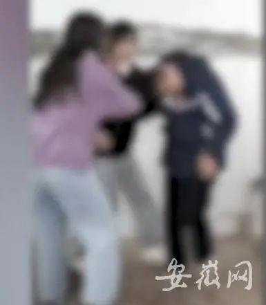"""安徽滁州13岁女生被扇巴掌64次,打人者要求拍摄者""""凑近点!"""""""