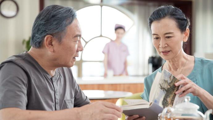 """不要让老人在养老院外排队,人大代表建议规范""""家庭互助养老""""模式图片"""