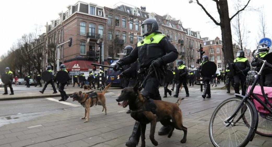 荷兰首相谴责反宵禁暴力示威:一律按犯罪处置