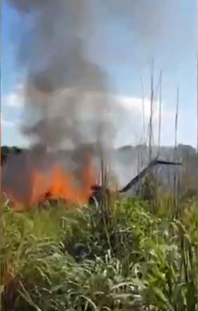 巴西一足球队空难6人丧生:现场大火升腾 机体被烧焦