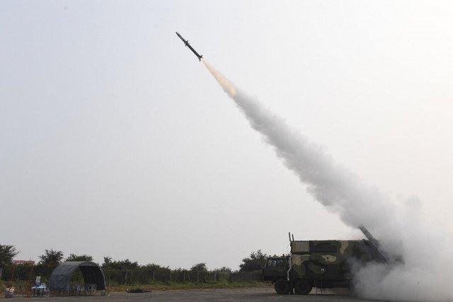 """印度试射阿卡什-NG防空导弹,印国防部盛赞""""教科书的精度!"""""""