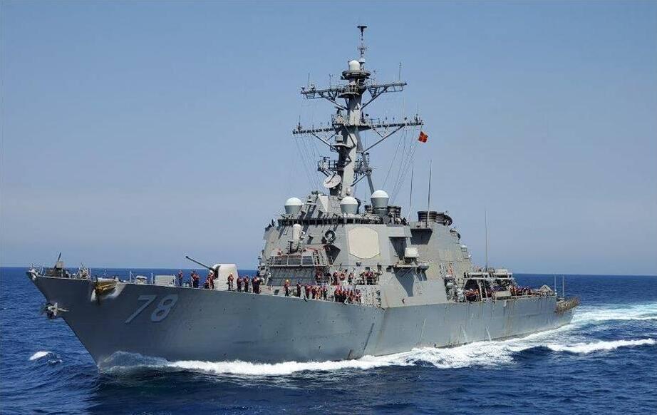 美军舰刚进黑海 就立即被俄军盯上派舰密切监视