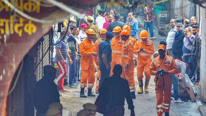 印度北方邦一火葬场楼顶坍塌 造成至少8人死亡