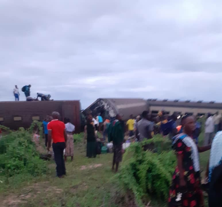 坦桑尼亚发生火车脱轨事故 已致3人死亡66人受伤