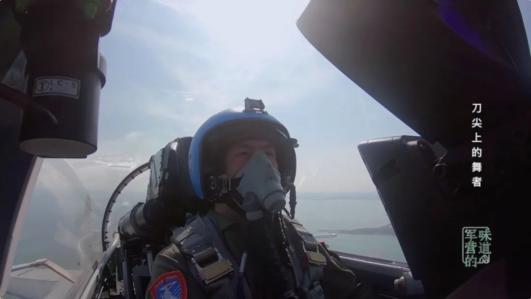 90后歼15飞行员突遇单发停车 100多次零失误操作着陆