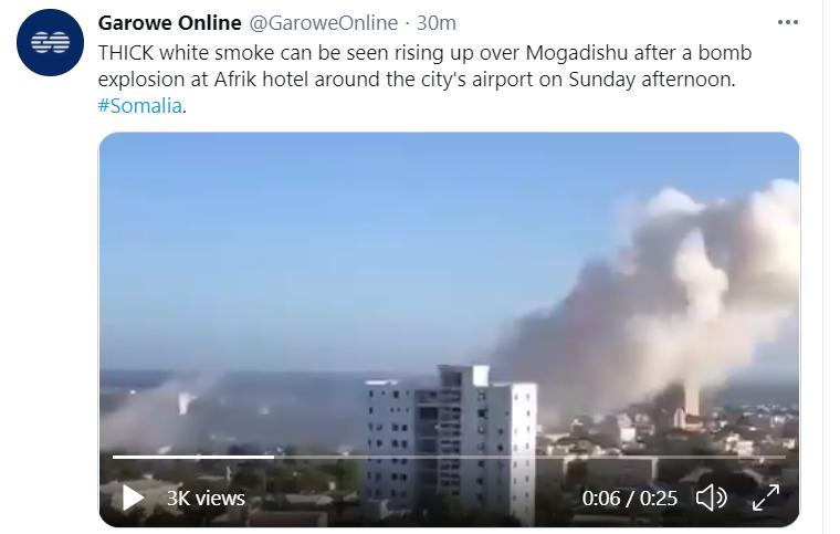 索马里首都摩加迪沙发生一起爆炸事件 现场冒出浓烟