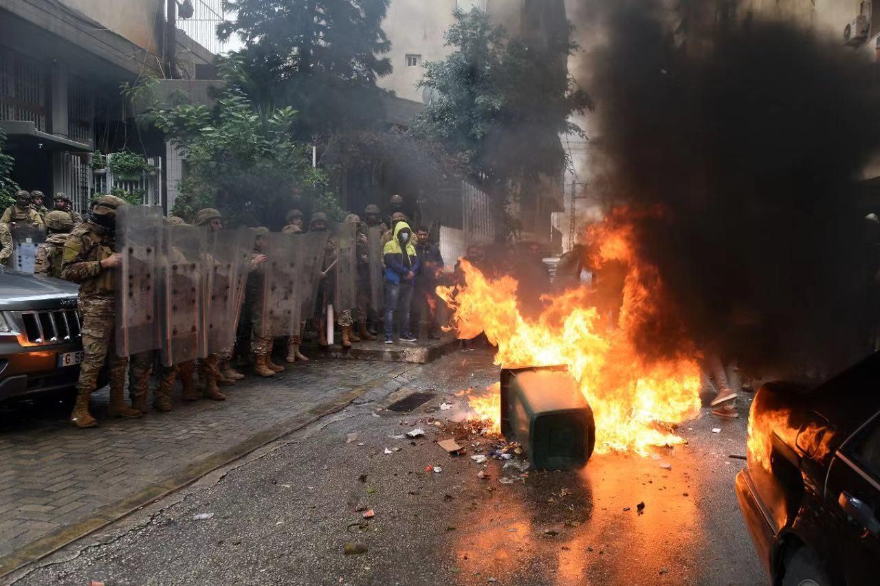 """疫情""""居家令""""下 黎巴嫩民众抗议活动愈演愈烈"""