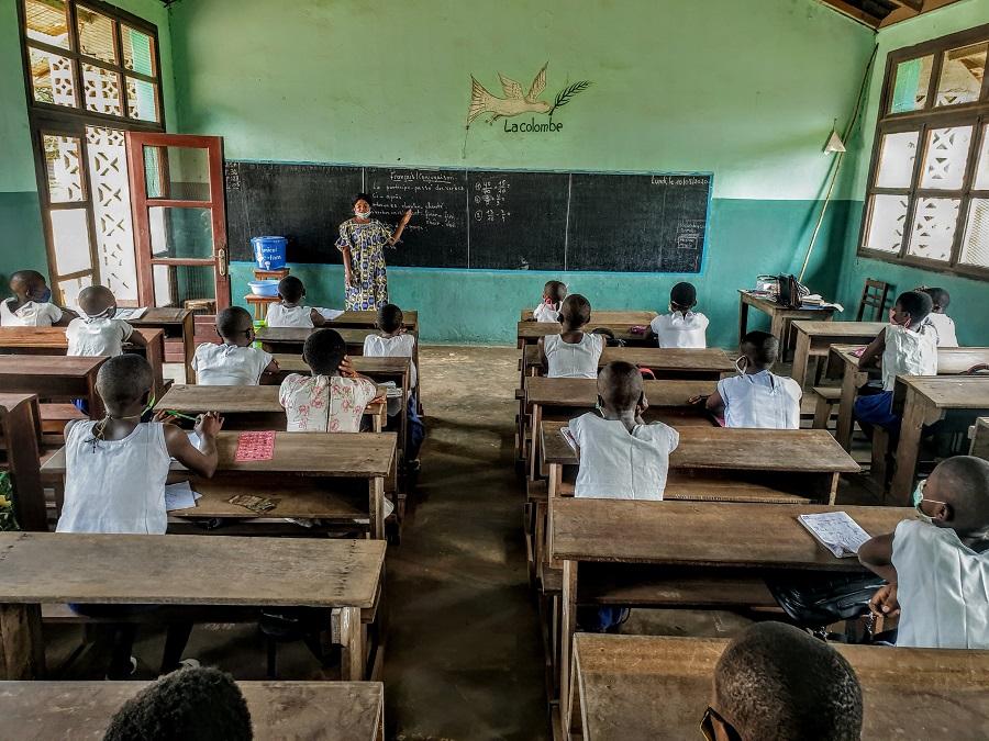 肯尼亚进一步延长宵禁 为全面复课制定防疫措施