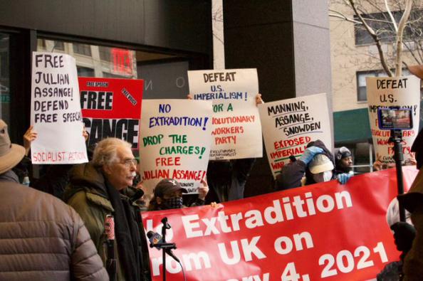 美英联手操控司法 身陷囹圄的阿桑奇难获人身自由