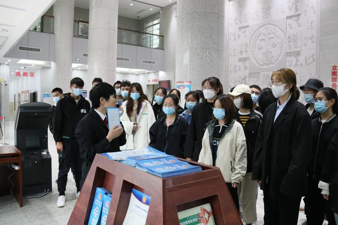 海城区法院:法庭变课堂 公众开放日邀请学生走进法院参观学习图片