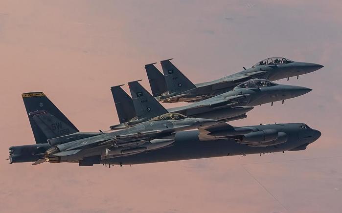 沙特与美国空军战机7日举行联合演习