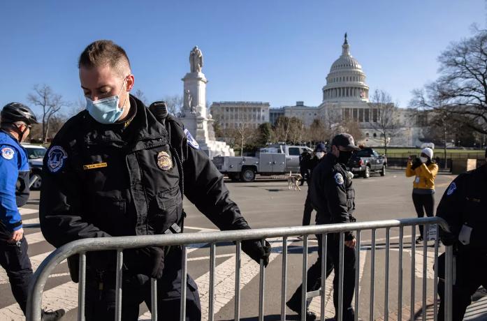 """要求特朗普""""离开白宫""""的国务院官员被开除"""