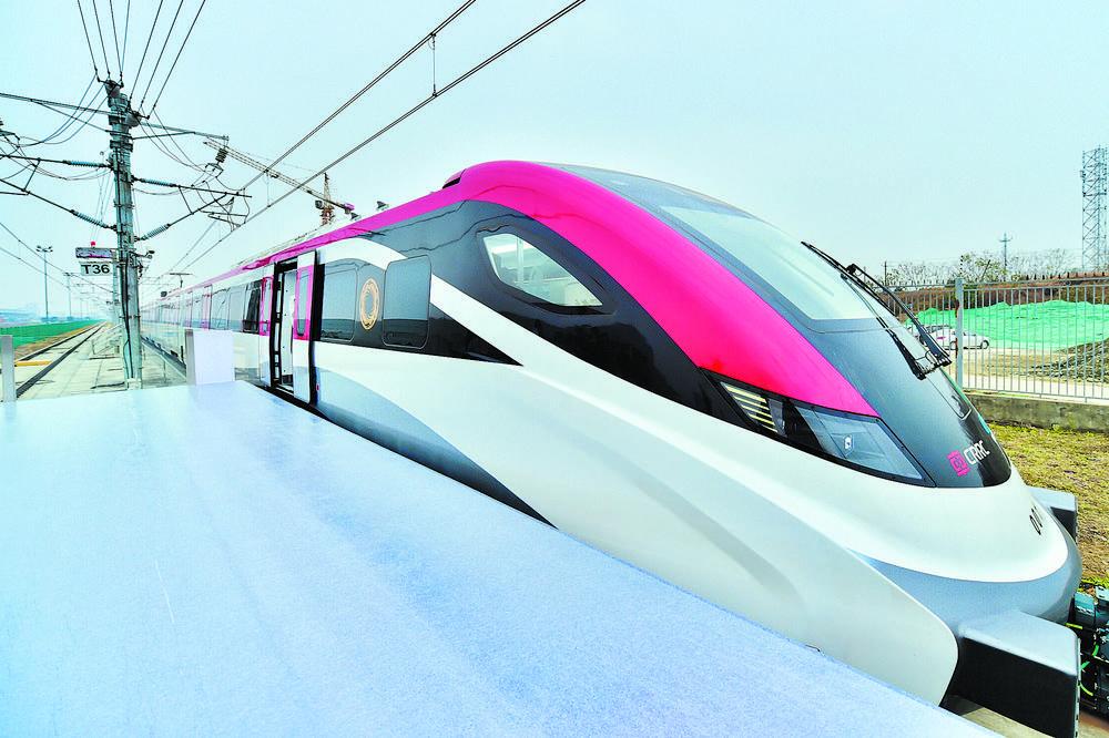 全国速度最快市域列车在蓉下线图片