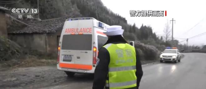 贵州普安:凝冻致交通管制 多方相助送孕妇就医图片
