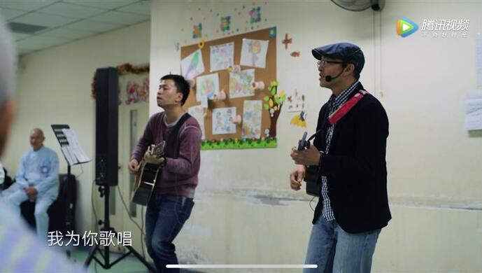 那个帅气的吉他手,为什么白天在病房唱歌,晚上回到监狱?图片