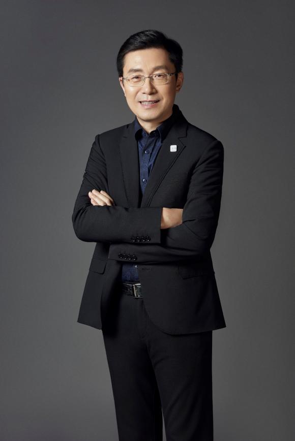 """爱奇艺创始人、CEO龚宇获2020中国星锐榜""""中国新媒体杰出贡献大使"""""""