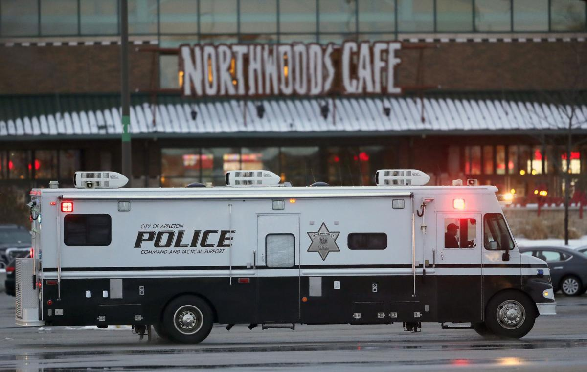 美国威斯康星州一购物中心发生枪击案 致1死1伤