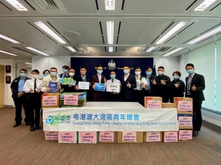香港青年团体除夕夜慰问警队 送新春祝福图片