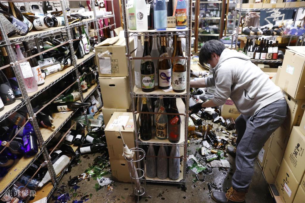 日本福岛强震已致155人受伤,东北新干线恢复需10天