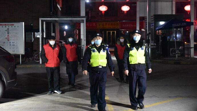 """安安静静""""迎财神"""" ,上海5万民警30万平安志愿者值守,禁放区""""零燃放""""图片"""
