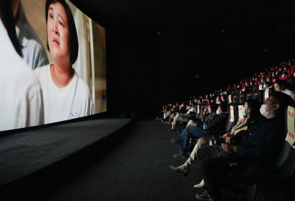 海外媒体聚焦牛年春节|78.22亿!春节档电影票房创新高图片