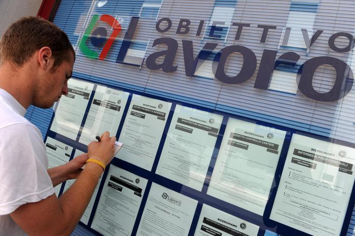 意大利2020年就业人数减少约44万 青年失业率达29.7%