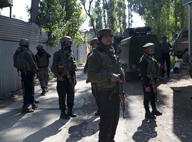 克什米尔接连爆发枪战 3名印度警察被武装人员打死