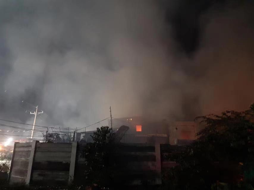 菲律宾首都一社区发生火灾 造成至少5人死亡