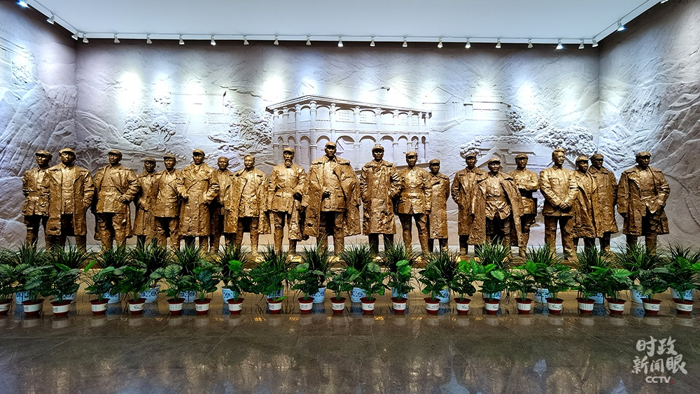 △遵义集会陈列馆,20位与会者的铜像立体雕与靠山浮雕相连系,形成承前启后、走向胜利的视觉气氛。