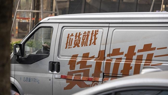 23岁女生用货拉拉搬家中途跳窗身亡,车内无录音录像监控措施
