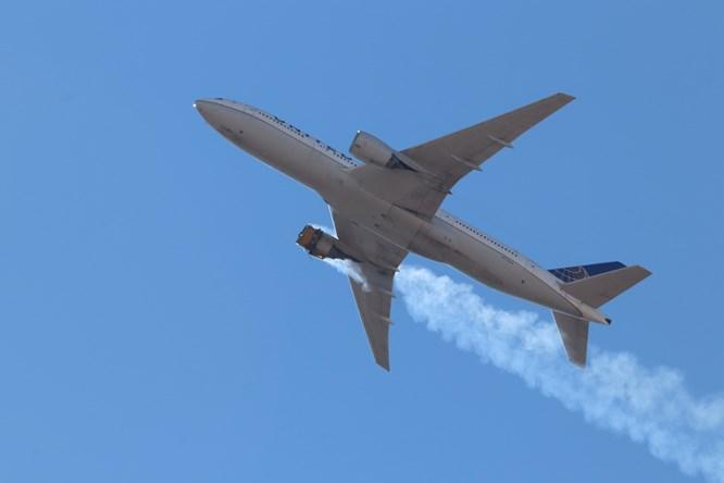 客机引擎空中爆炸 波音建议128架777客机停飞
