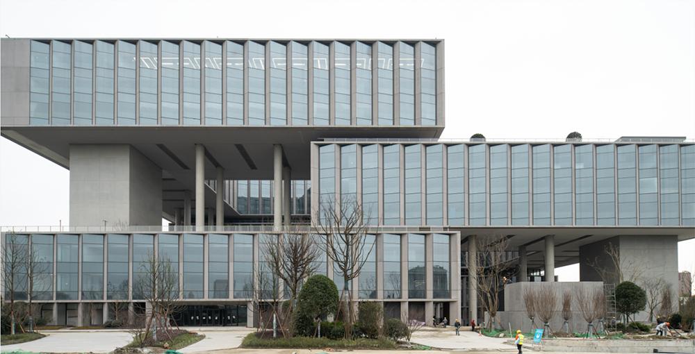 """建筑设计院承担设计的""""京东集团西南总部大厦""""项目竣工交付"""
