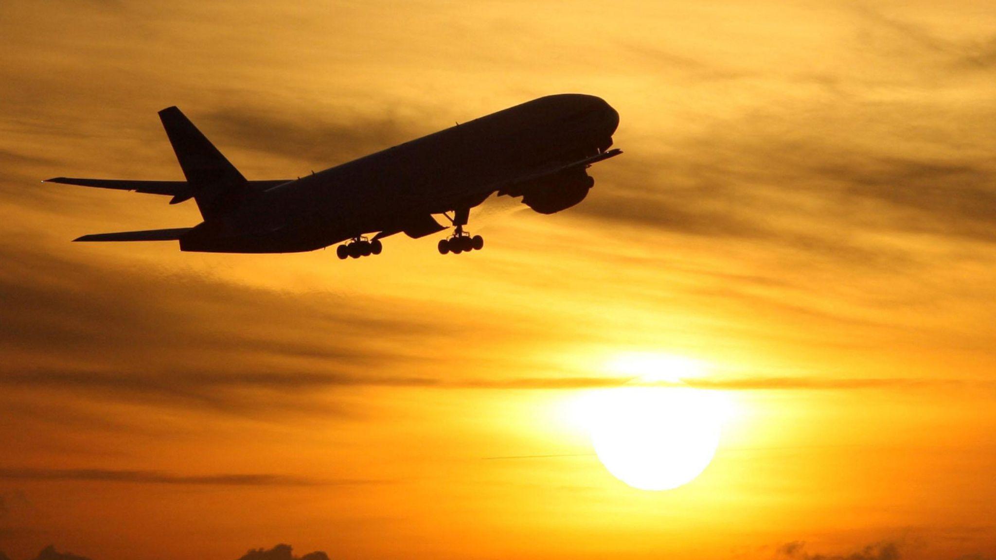 英国宣布解除严格管控计划后 境外旅行预定猛增