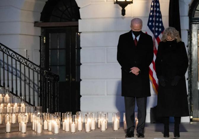 海外网评:50万条逝去的生命,美国无法治愈之痛
