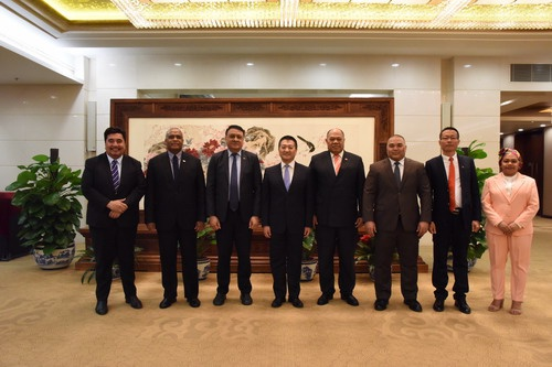 外交部美大司司长陆慷集体会见太平洋岛国驻华使节