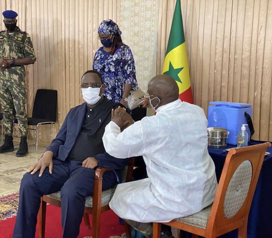 塞内加尔总统萨勒接种中国新冠疫苗