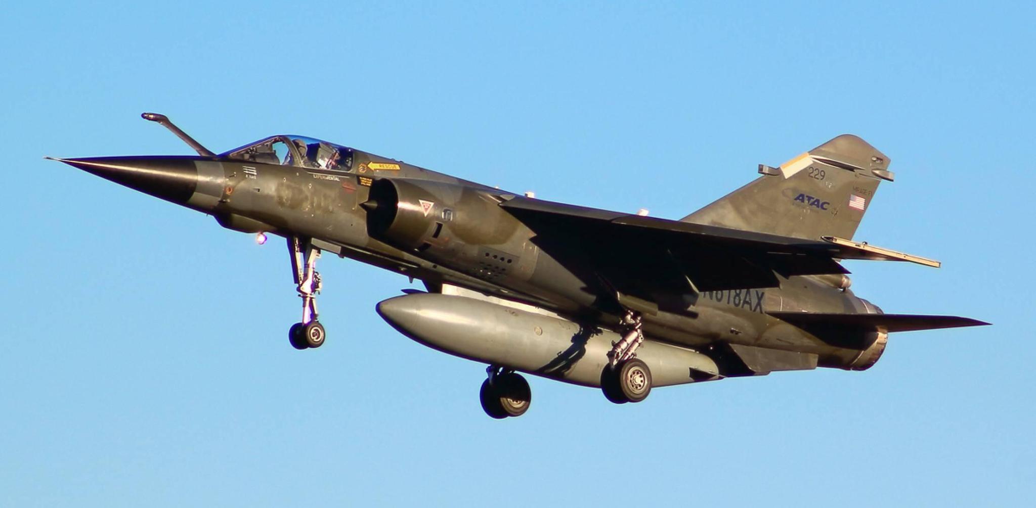 一架法国制造幻影F1战斗机在美军基地坠毁 两名飞