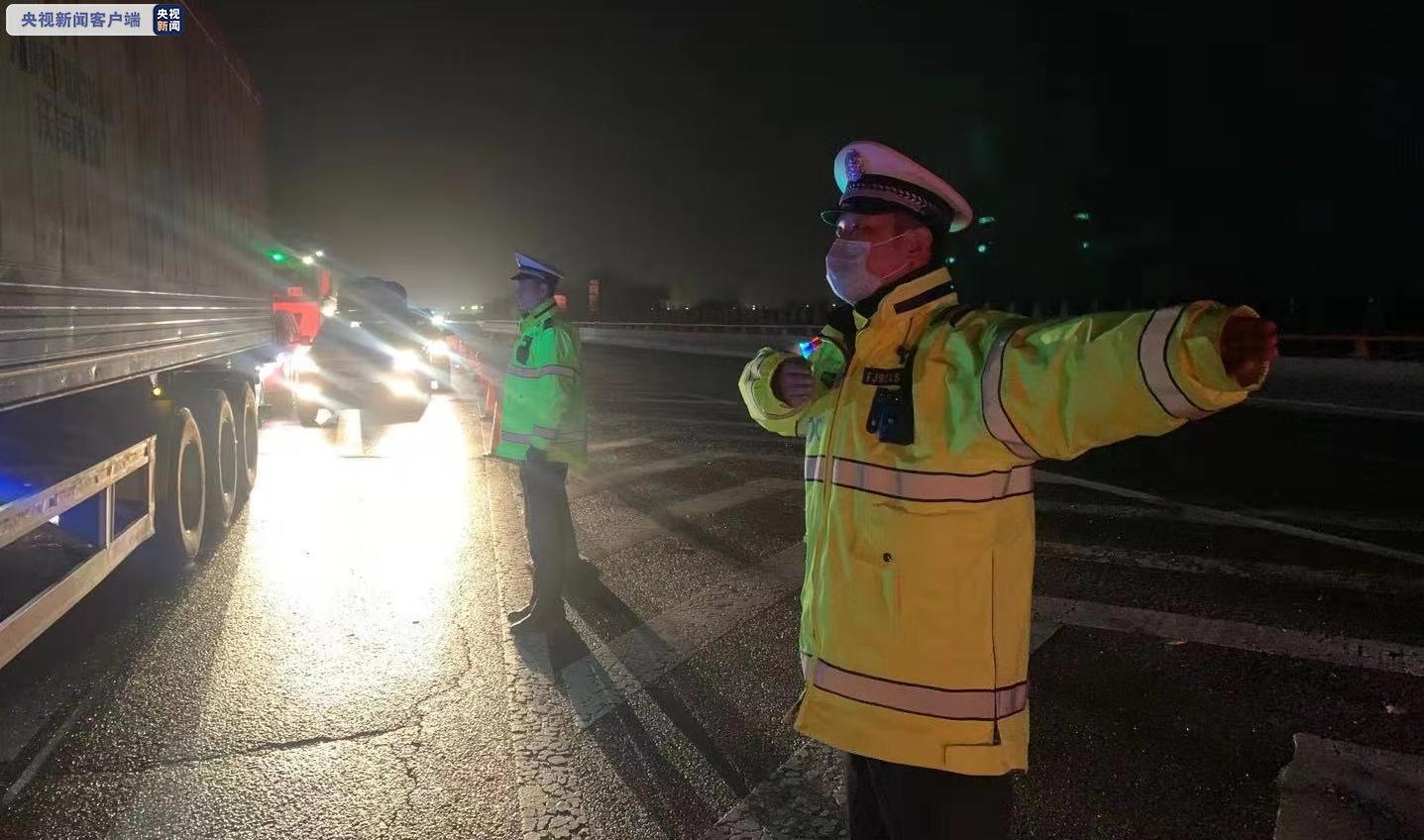 降雪天气致甘肃多条高速实施临时交通管制