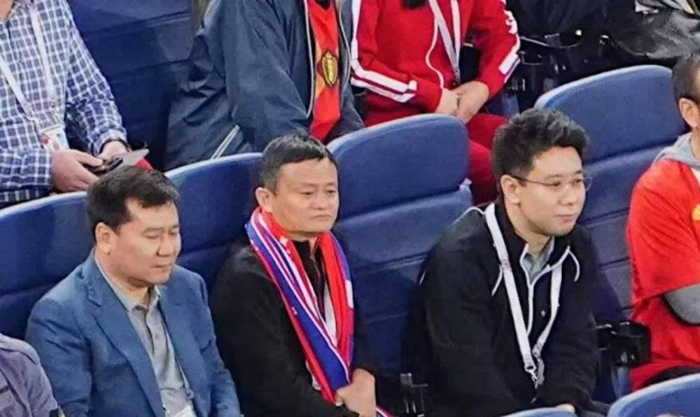 0元卖球队,放弃苏宁控制权,马云投了10亿后,张近东再次行动