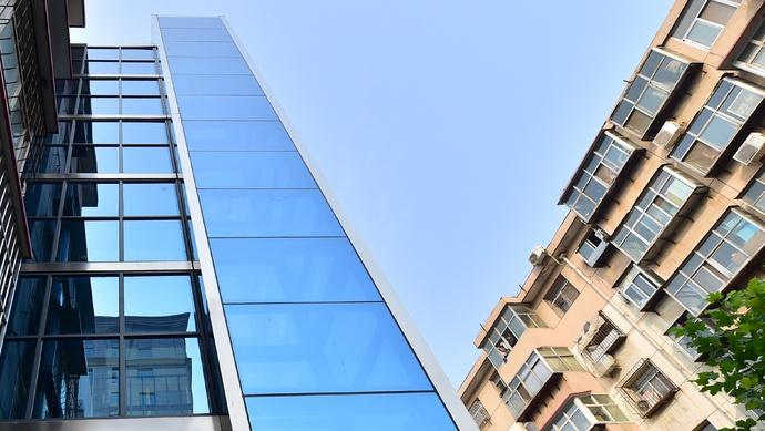 老房加装电梯,可提取住房公积金!上海老旧住房更新改造,最新政策出台图片