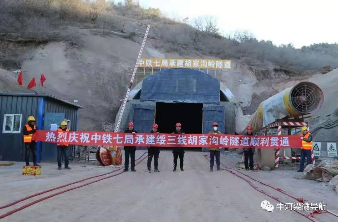 辽宁凌源:省道绥三线两条隧道胜利贯通图片