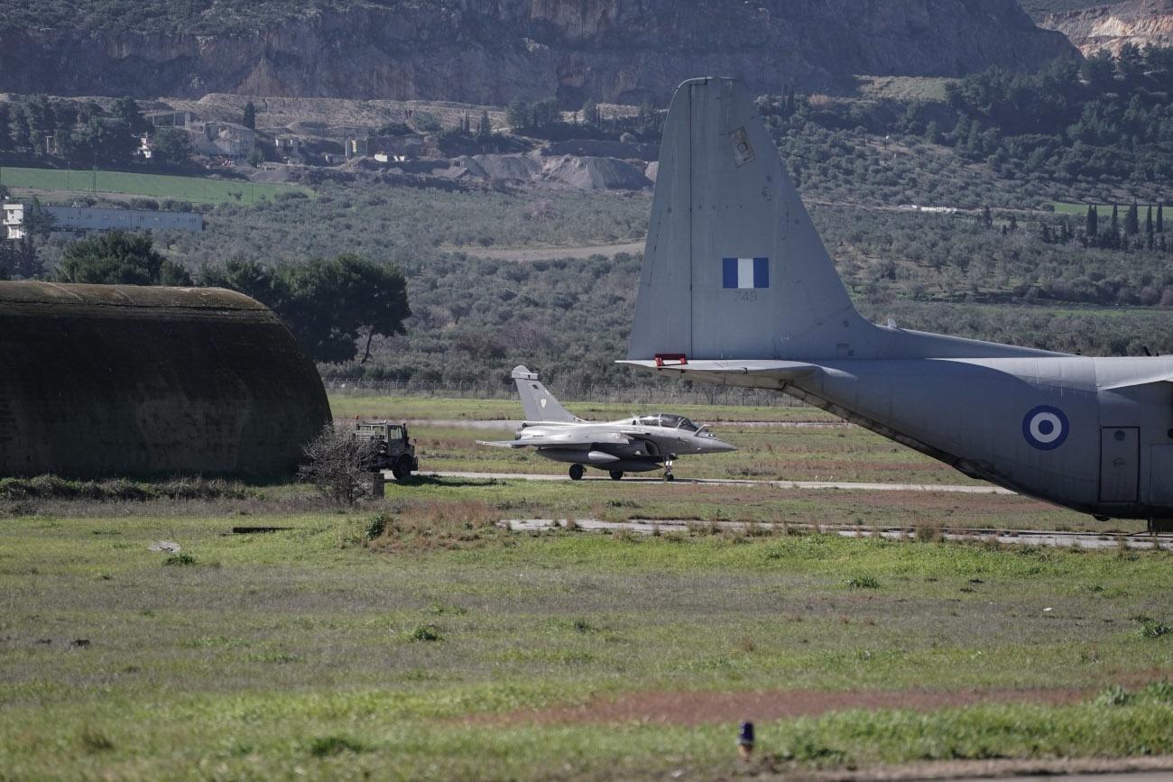希腊与法国在爱琴海举行联合军演