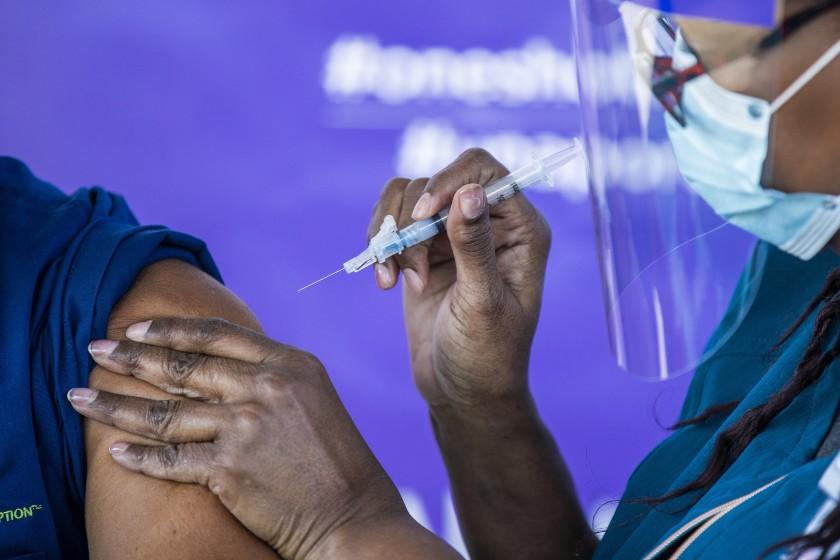 少数族裔接种率低 美国疫苗接种存在显著种族差异