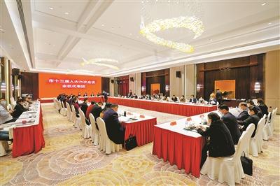 市十三届人大六次会议各代表团继续审议各项报告图片