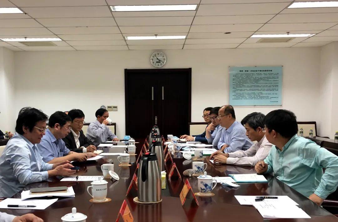 ▲海南省副省长及相干部分卖力人与高翅、李召虎一行座谈交换